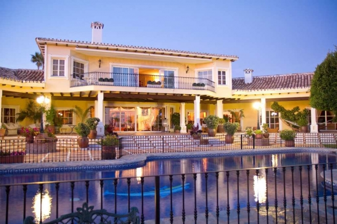 Natasha Romanov : Luxury Villa for Sale